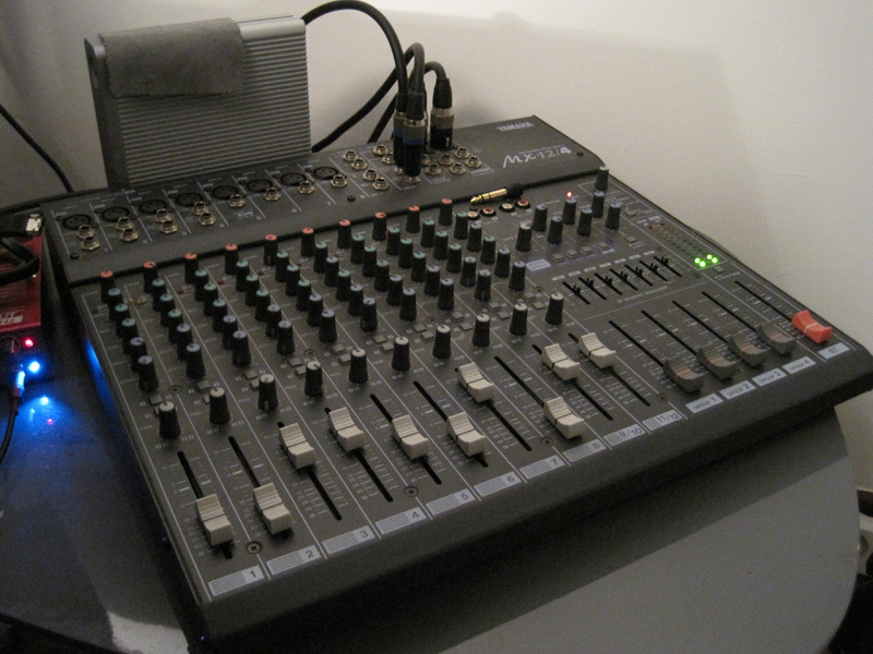 Photo yamaha mx12 4 yamaha mx12 4 58775 64182 - Table de mixage en ligne gratuit ...