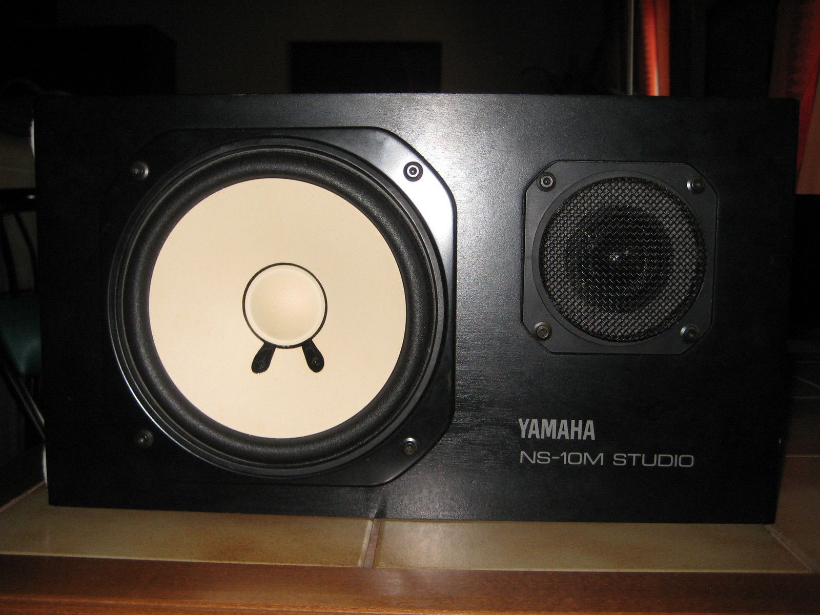 yamaha ns 10m studio image 219482 audiofanzine. Black Bedroom Furniture Sets. Home Design Ideas