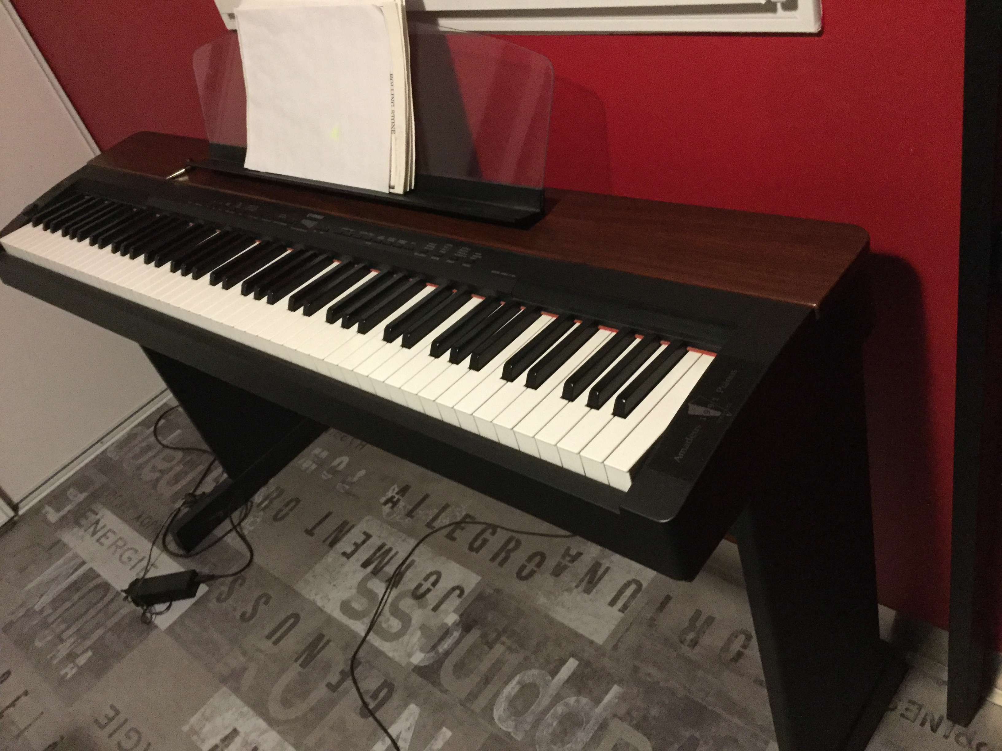 vend clavinova yamaha p 155 avec sacoche p dale et pi tement l140 midi pyr n es audiofanzine. Black Bedroom Furniture Sets. Home Design Ideas