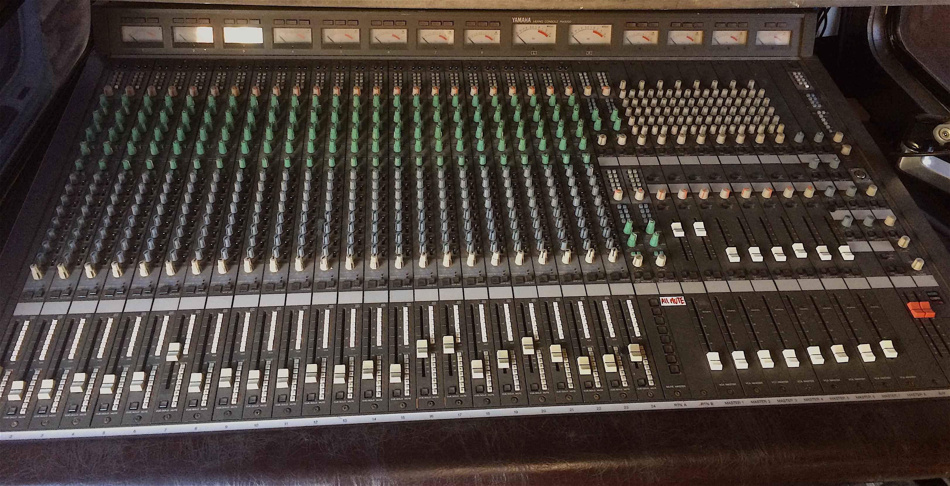 Console analogique yamaha pm3000 24 8 2 provence alpes c te d 39 azur audiofanzine - Console analogique occasion ...