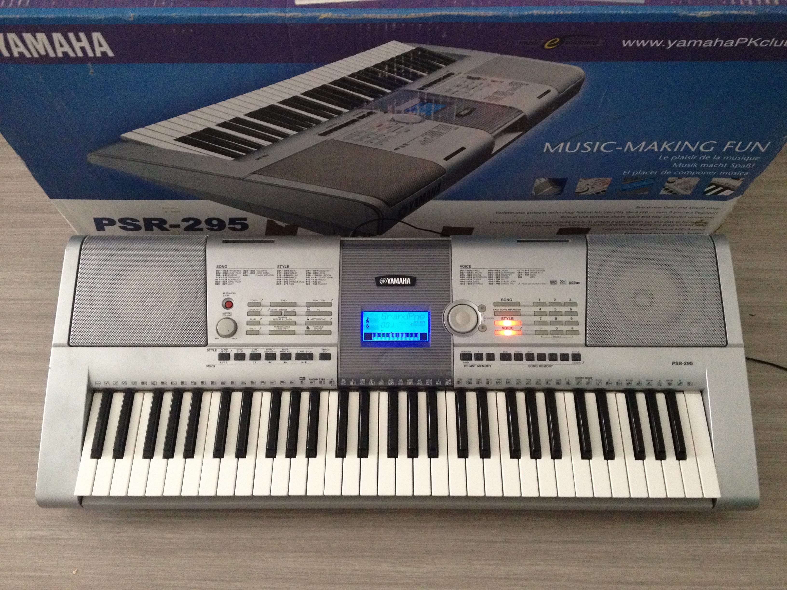 Yamaha psr 295 image 1704775 audiofanzine for Yamaha clp 295