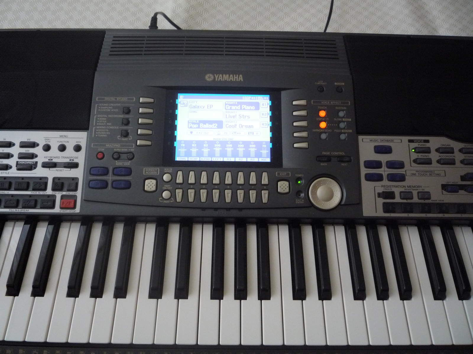 Yamaha psr 9000 image 175336 audiofanzine for Yamaha professional keyboard price