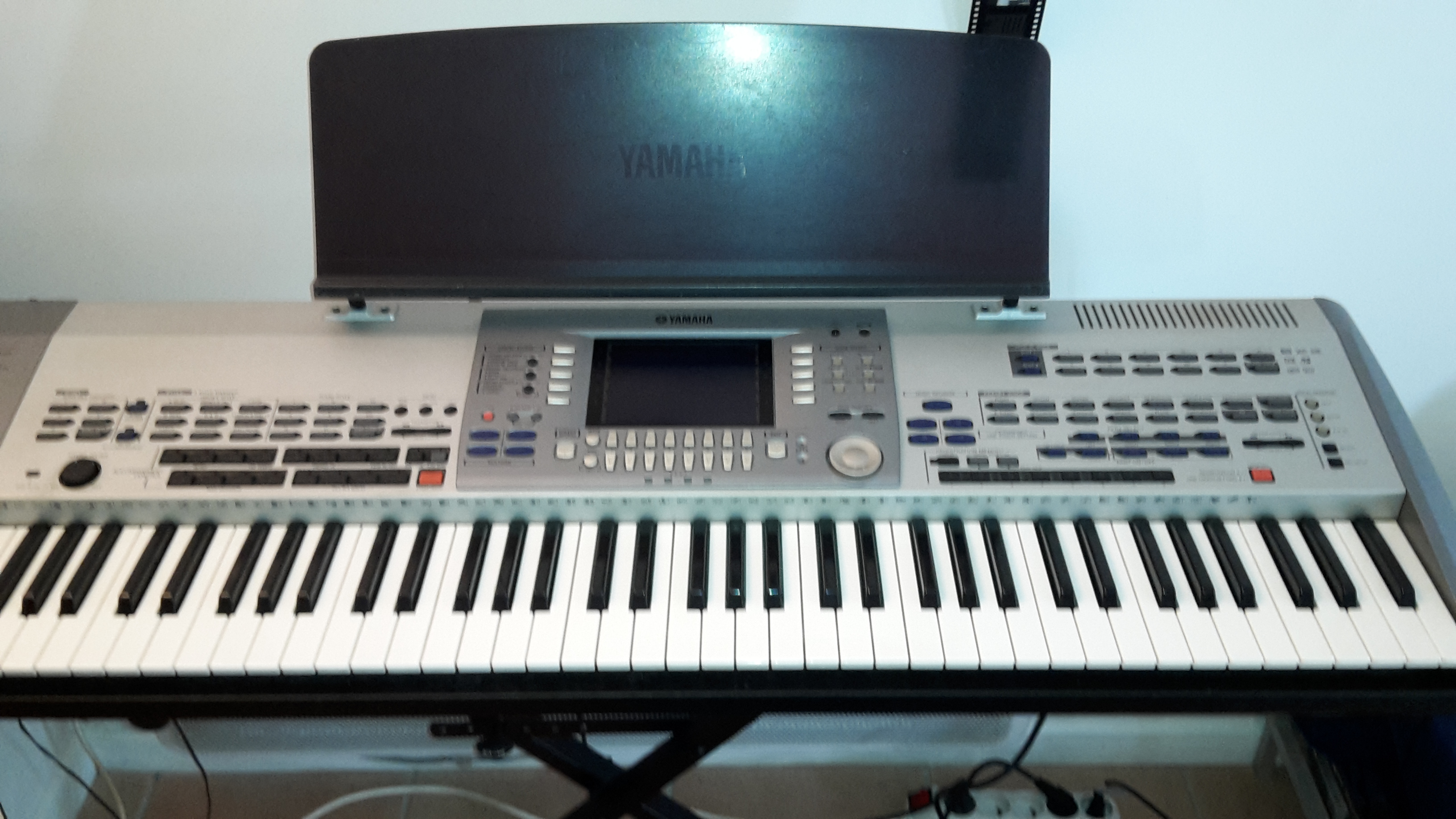 Yamaha psr 9000 pro image 1887812 audiofanzine for Yamaha professional keyboard price