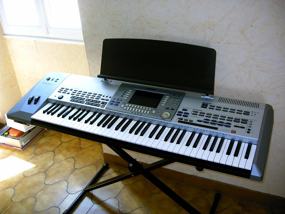 Yamaha psr 9000 pro image 258802 audiofanzine for Yamaha professional keyboard price