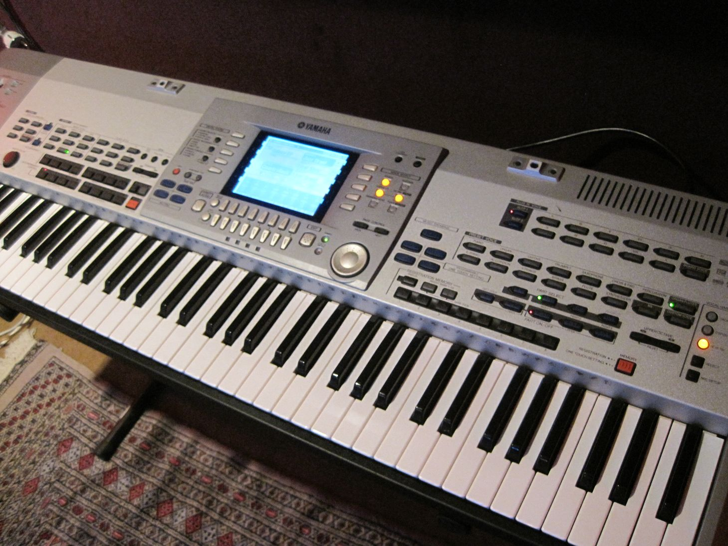 Yamaha psr 9000 pro hd image 155727 audiofanzine for Yamaha professional keyboard price