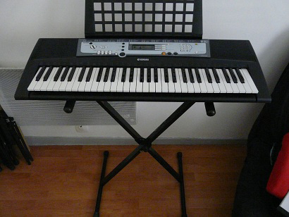 Yamaha psr e213 image 213164 audiofanzine for Yamaha psr 410 keyboard