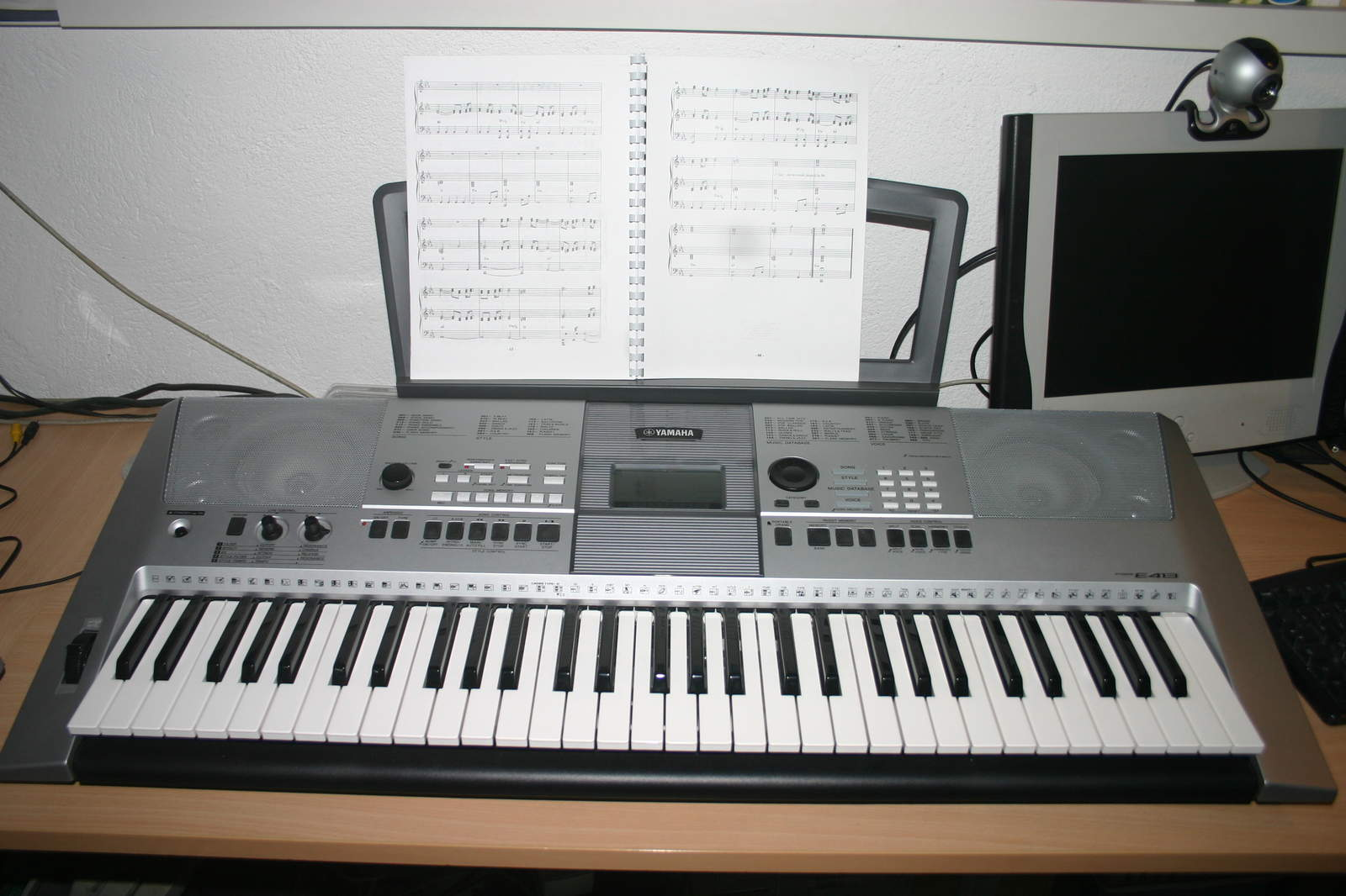 Music Yamaha Keyboard PSR-E413