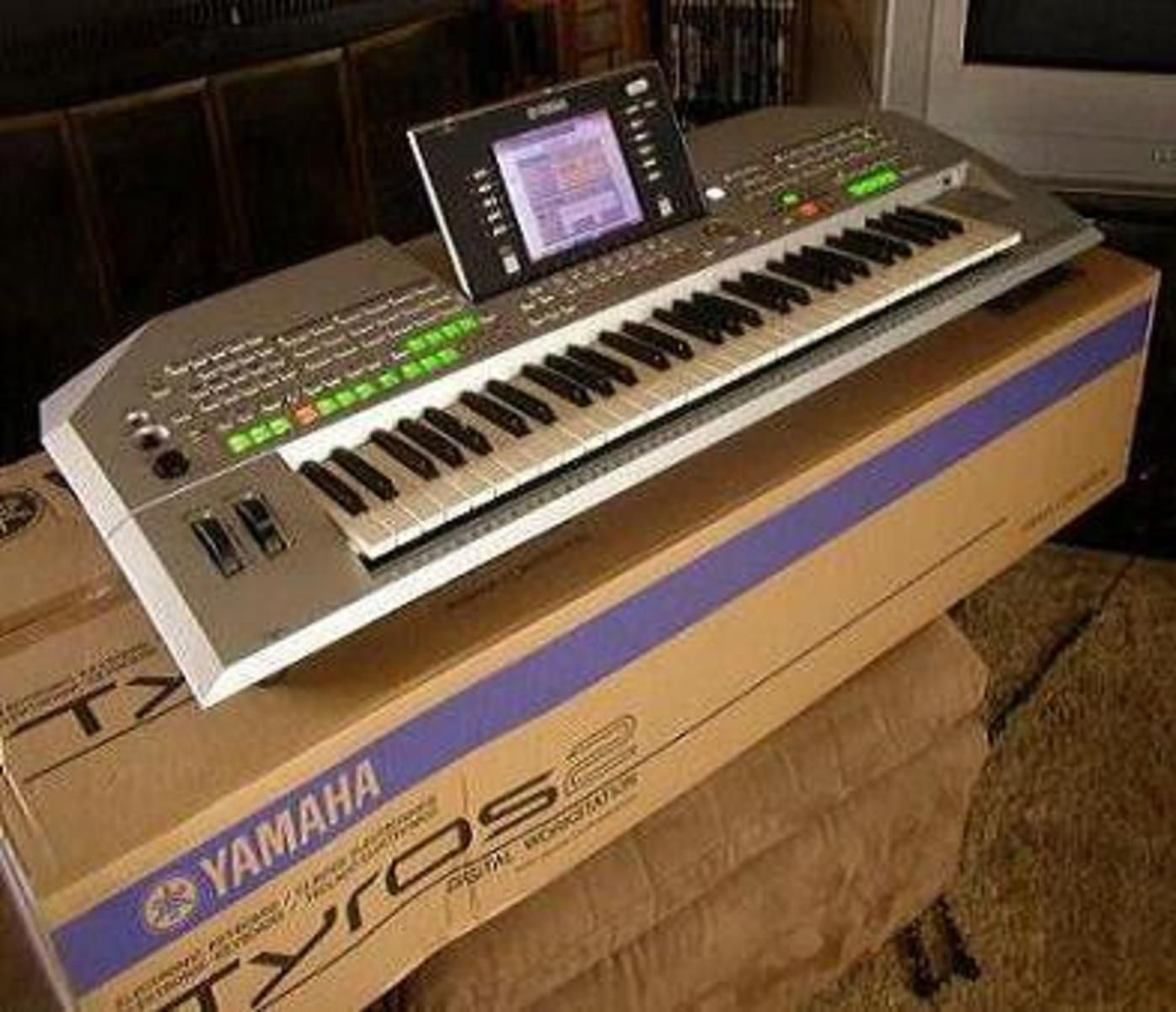 photo yamaha tyros 2 keyboards home studio yamaha tyros 2 piano keyboard sinth 41126. Black Bedroom Furniture Sets. Home Design Ideas