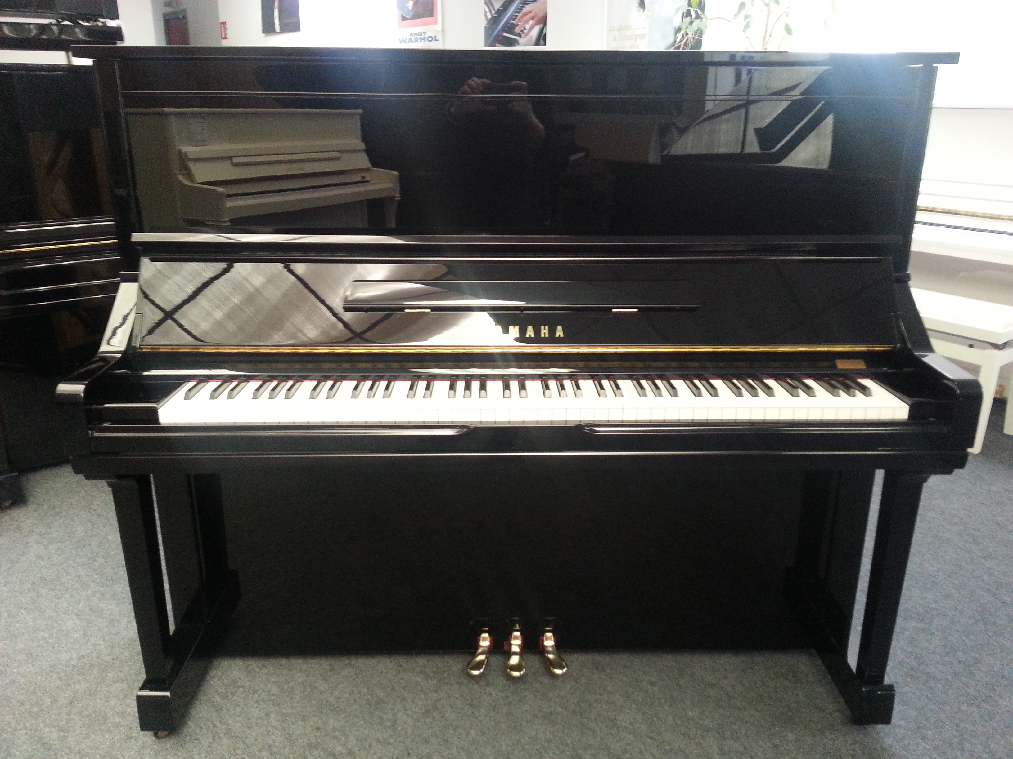 piano droit yamaha yu3 noir brillant lorraine audiofanzine. Black Bedroom Furniture Sets. Home Design Ideas