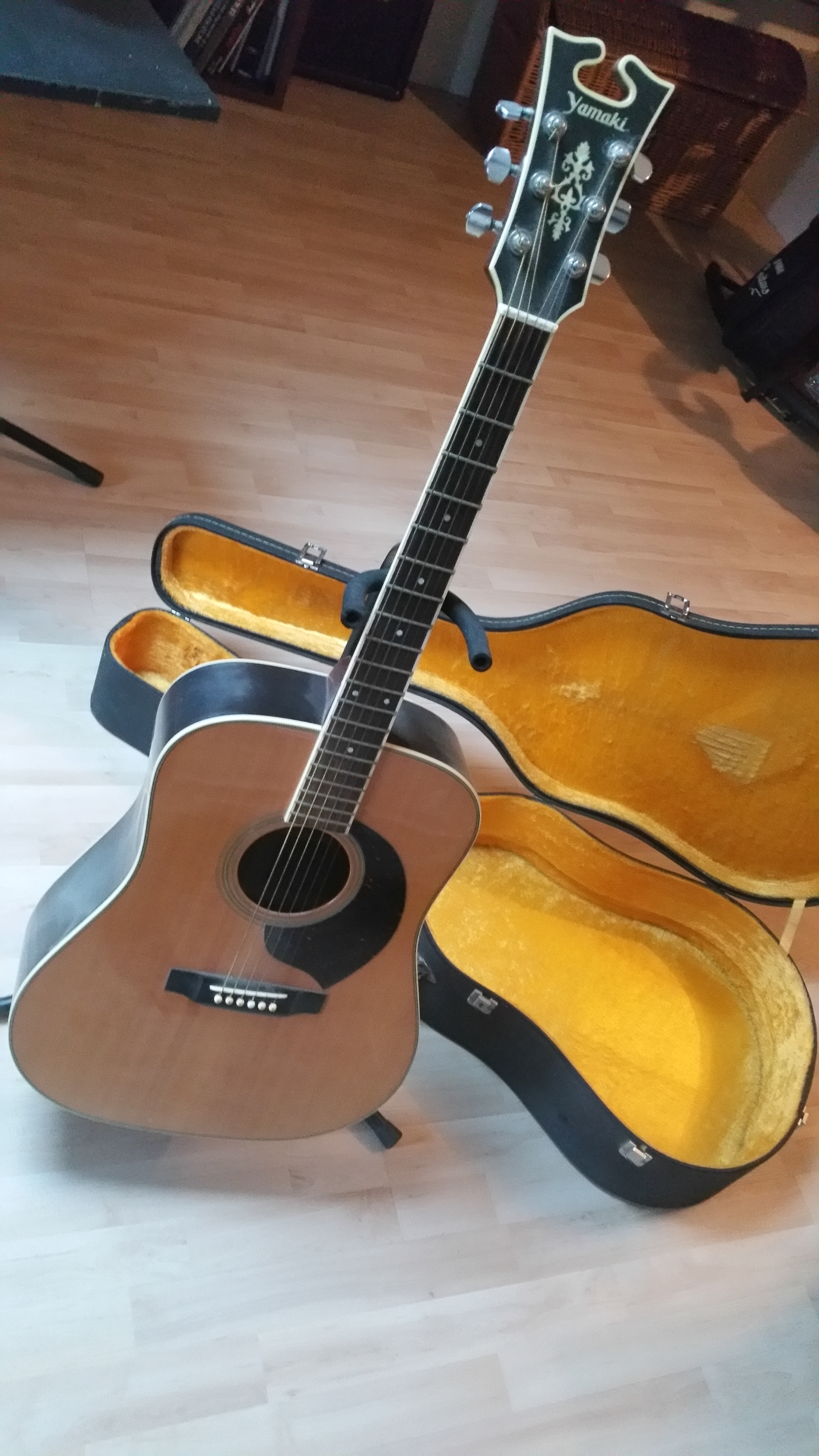 guitare acoustique yamaki