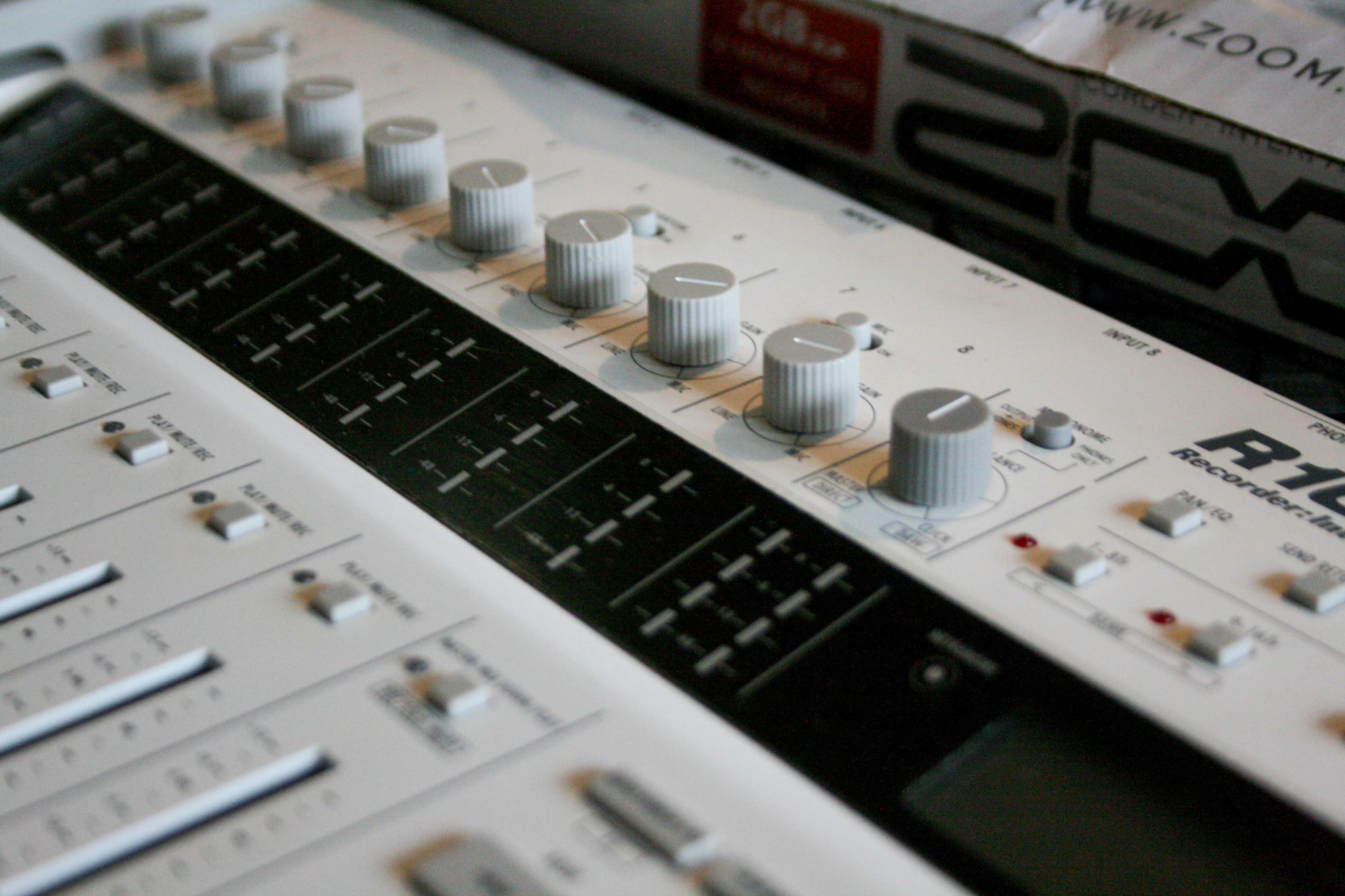 photo zoom r16 zoom r16 12073 1572411 audiofanzine. Black Bedroom Furniture Sets. Home Design Ideas