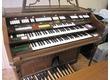"""Wurlitzer orgue électronique (modèle  4573), finition """"walnut"""" complet avec pédalier, banc, cassettophone incorporé"""