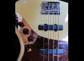 Fender Deluxe Active Jazz Bass - Vintage White Rosewood