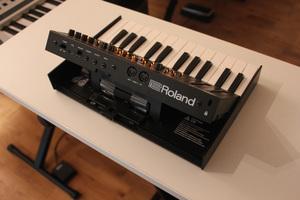 Roland JP-08