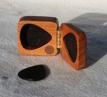 Debandf Guitar pick Wooden box : Debandf Guitar pick Wooden box (Article)