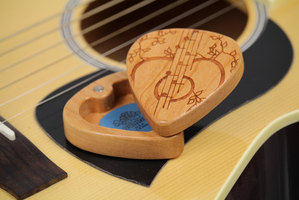 Masterpiece Guitar Pick Box : Masterpiece Guitar Pick Box (Article)