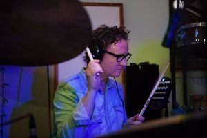 Waves Greg Wells : Greg Wells playing drums