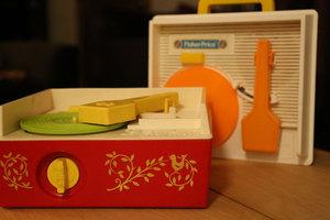 NI KOMPLETE KINETIC TREATS Record Player Music Box