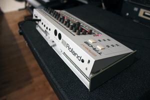 Roland TR-09 : backside