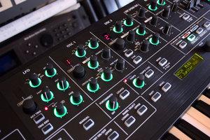 Roland SYSTEM-8 : System 8 2tof 10.JPG