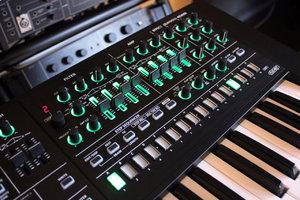 Roland SYSTEM-8 : System 8 2tof 11.JPG