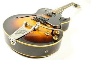 2 Une Gibson ES 175D avec Bigsby de 1953