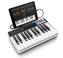 IK Multimedia iRig Keys I/O 25 : ikc L 08 iRigKeys 25 IO sx34 ipad