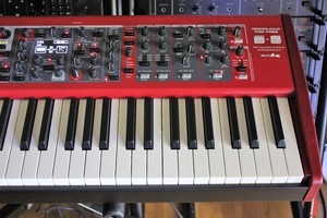 Clavia Nord Stage 3 HP76 : NS3 2tof 07.JPG
