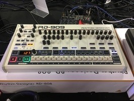 Behringer RD-909 : Behringer - RD-909 - IMG_4838.JPG