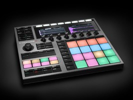 Maschine-Plus-angle-01
