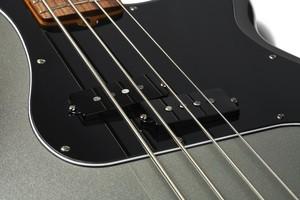 Fender_AmProII_PBass_Detail_1