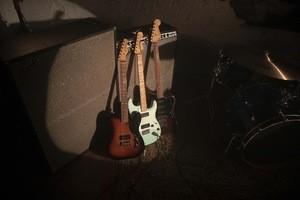 Fender_Noventa_ProductLifestyle_04