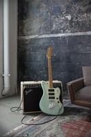 Fender_Noventa_ProductLifestyle_08
