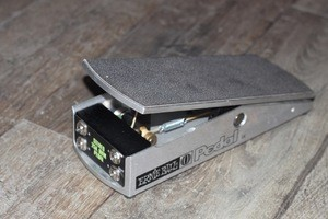 Ernie Ball 6167 25K Stereo Volume Pedal for use with Active Electronics or Keyboards (50201)