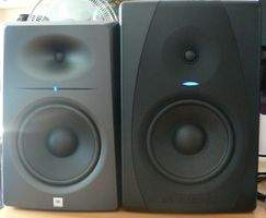 JBL LSR2328P et M-Audio CX8