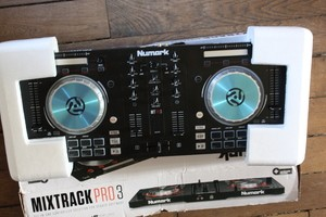 Numark Mixtrack Pro III (23133)