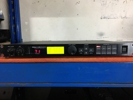 Yamaha D5000 (29105)