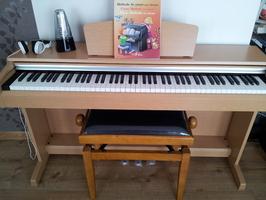 yamaha ydp-c 141 arius de banquette pour piano en bois de cerisier avec casque
