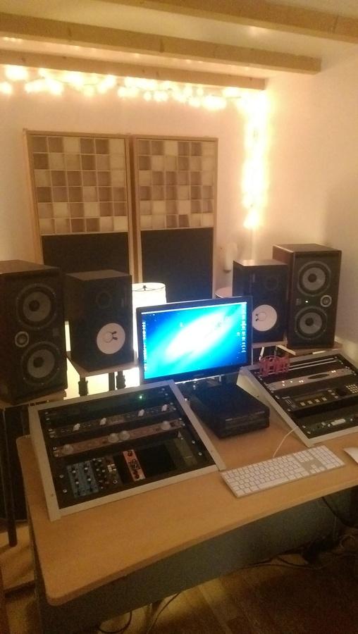 no name meuble rack bureau studio image 1356790 audiofanzine. Black Bedroom Furniture Sets. Home Design Ideas
