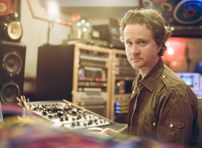 Waves Greg Wells : Greg Wells in studio