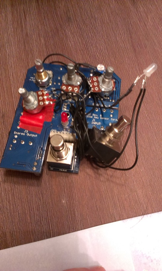 Electro-Harmonix Stereo Pulsar : IMAG0767