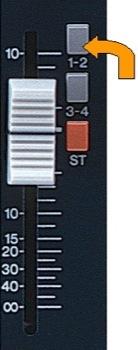 Puedes, con ciertos limites, usar las salidas en grupo como salidas de monitores. Necesitas asignar el canal al grupo con el switch apropiado. El nivel de salida de los monitores se debe ajustar con el fader de group out.