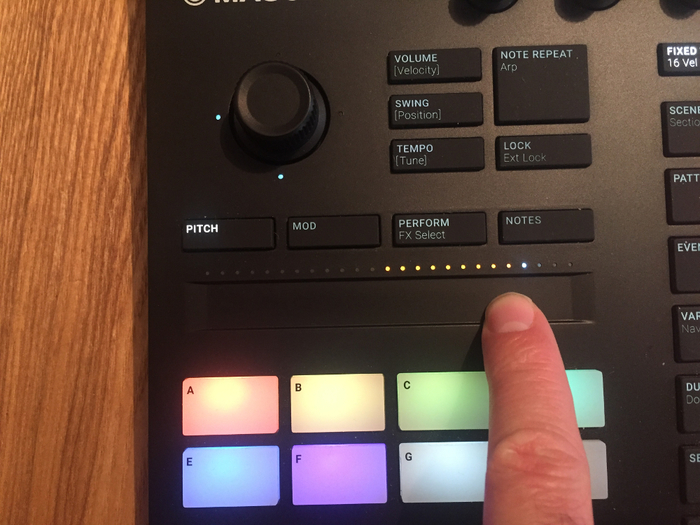 Native Instruments Maschine mk3 : touch strip