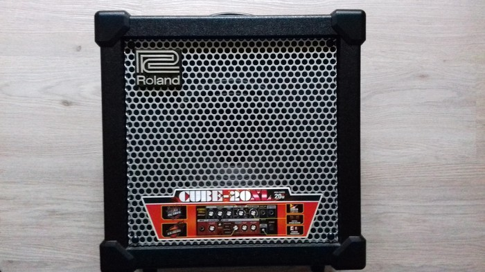 Ampli Roland 20XL b
