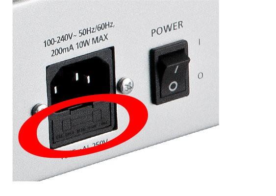 Tutoriel remplacer le fusible de l 39 artis 7 kurzweil - Remplacer porte fusible par disjoncteur ...