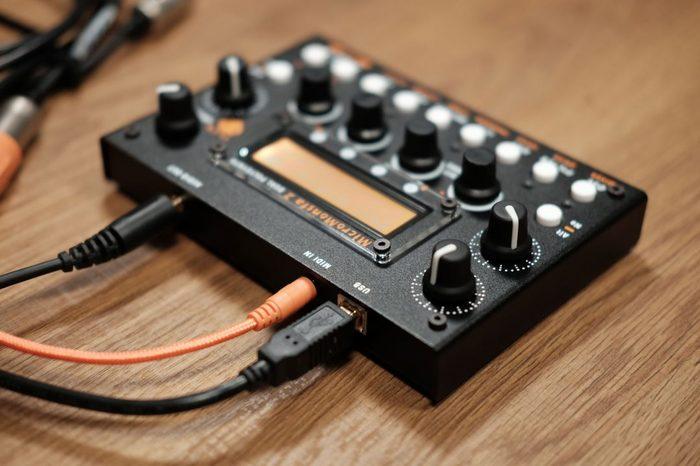 audiothingies-micromonsta2-rear-angle1-1080x720