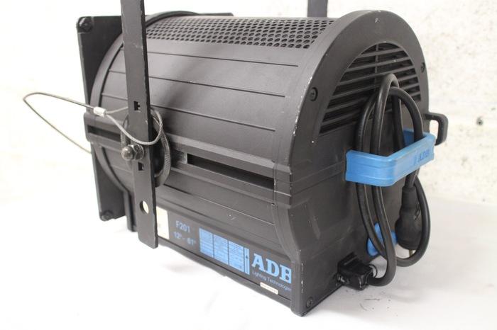 vend projecteur fresnel 2kw f201 adb nord pas de calais. Black Bedroom Furniture Sets. Home Design Ideas