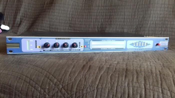 AEV Luxor 3D Stereo Enhancer (82921)
