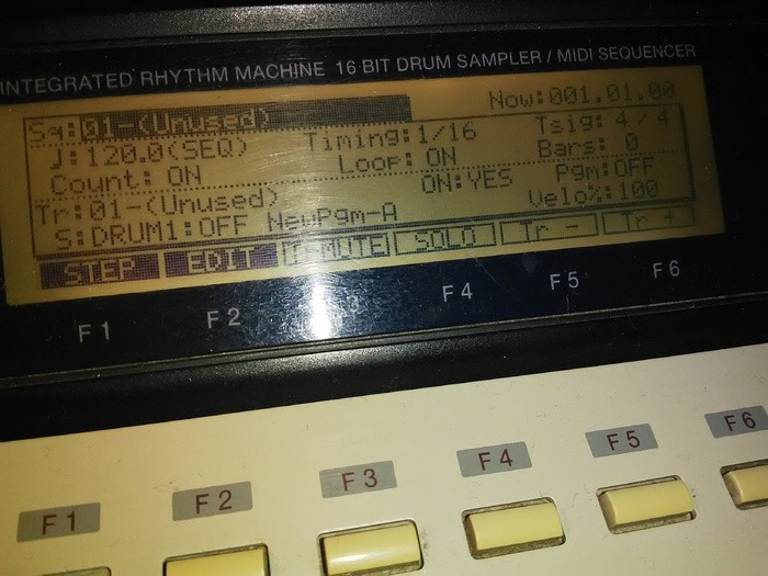 Akai MPC2000XL (75283)