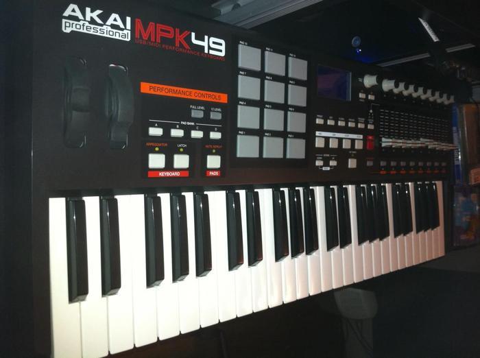 Akai MPK49 theomarechal images